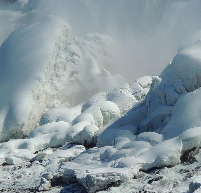 Closeup-icebergs
