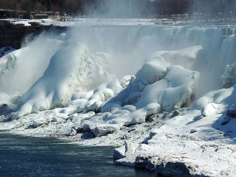 Spring in Niagara Falls in Ice
